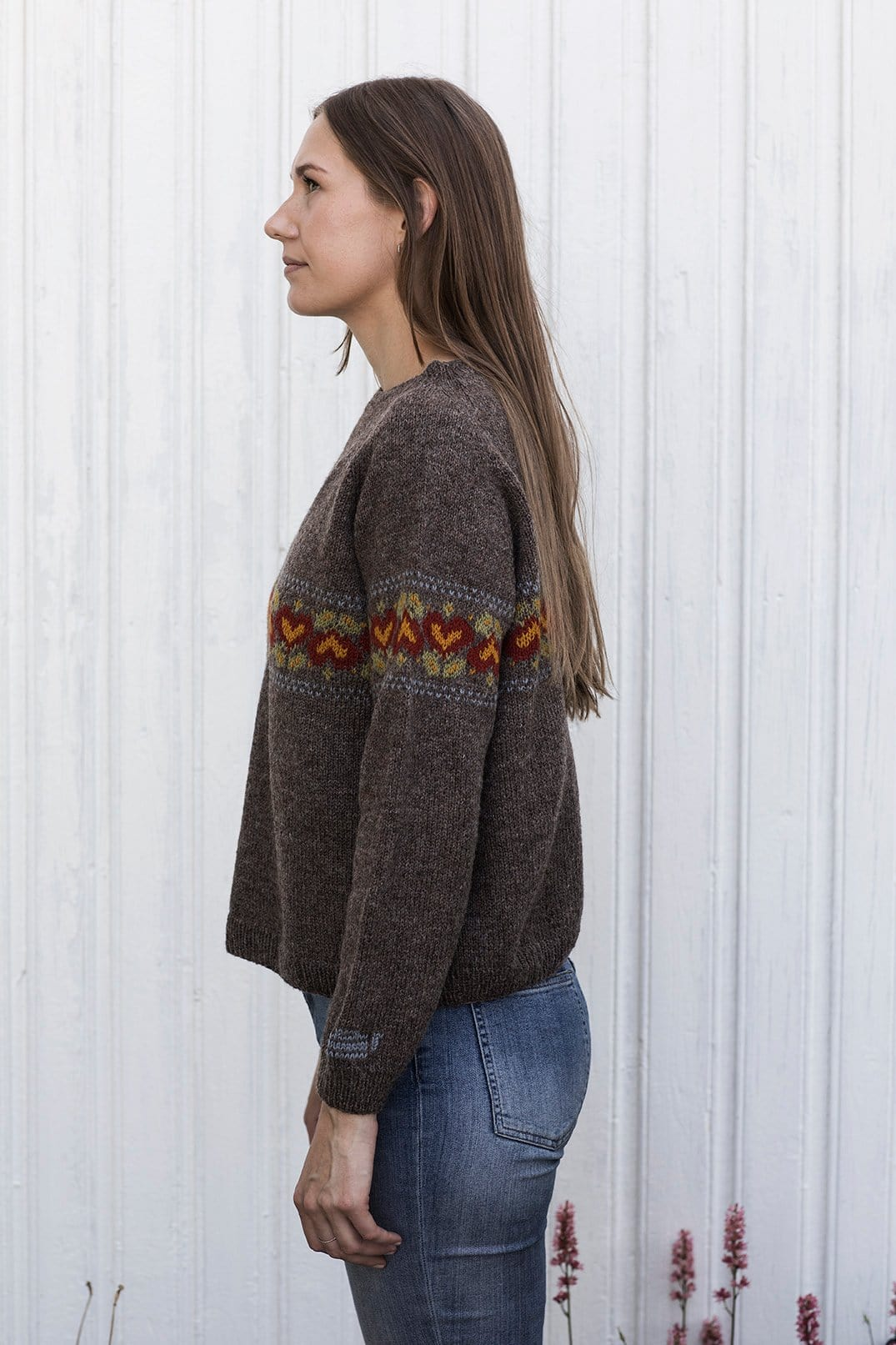 Brunost Sweater_from side